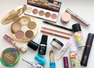 10 Must Have Makeup Products When Traveling