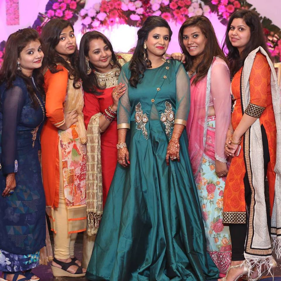 best-indian-outfit-ideas-wear-best-friends-wedding