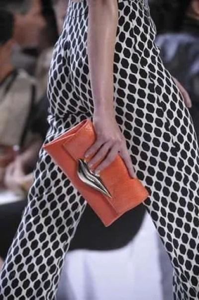 Diane-Von-Furstenberg-bianco-nero-e-arancione_su_vertical_dyn
