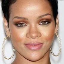 holiday-makeup-2009-rihanna1