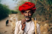 RABARI-SHEPHERD-RAJASTHAN-INDIA-2009-by-STEVE-MCCURRY-Born-1950-c049286B