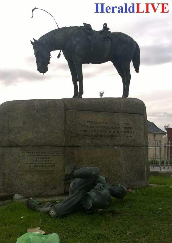 horse memorial port elizabeth
