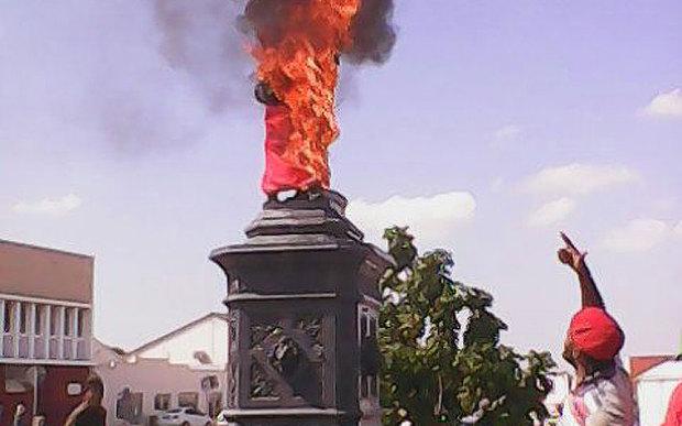 Uitenhage Statue on fire