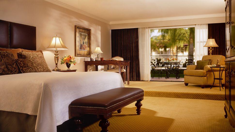 001373-09-LaCosta-Guestroom