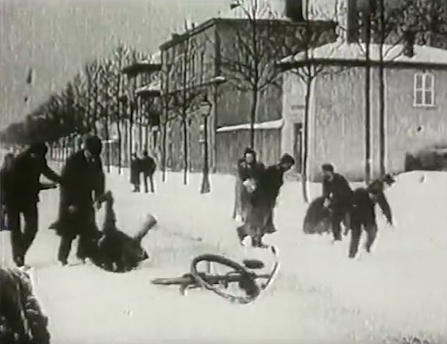 The original black-and-white film, titled Bataille de boules de neige in French, was filmed by Auguste and Louis Lumière