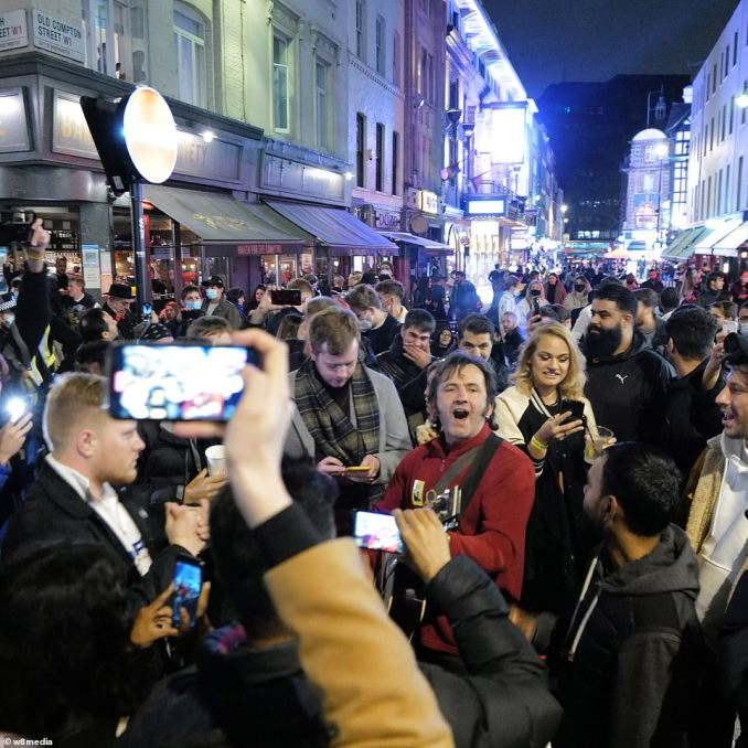 Crowds of revellers teamed out of restaurants and bars at 10pm as the night ended. The crowds did not appear to be abiding by social distancing measures