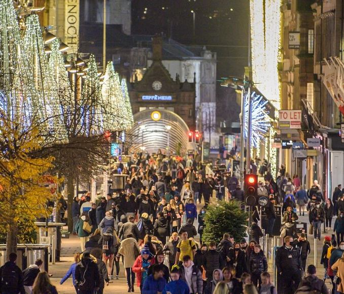 Shoppers on Buchanan Street in Glasgow go Christmas shopping yesterday evening