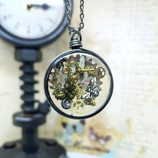 Steampunk Necklace in Gunmetal Simple Wire Wrap Large