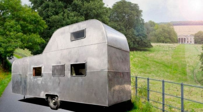 """The King of Caravans – One-of-a-kind """"big caravan-house"""" with patio on the roof for sale for £30,000 ($38,500, €33,200 or درهم141,500); the current owner bought it for just £1 and spent £70,000 restoring it – For sale through RM English estate agents in York."""