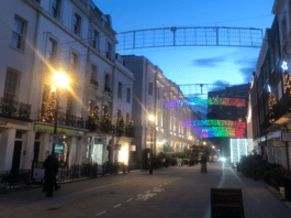 Bad Luck in Belgravia 2021? Why has the Duke of Westminster still got Christmas decorations up in Motcomb Street, Belgravia, SW1 in late January 2021? Bad luck or spirit lifting?