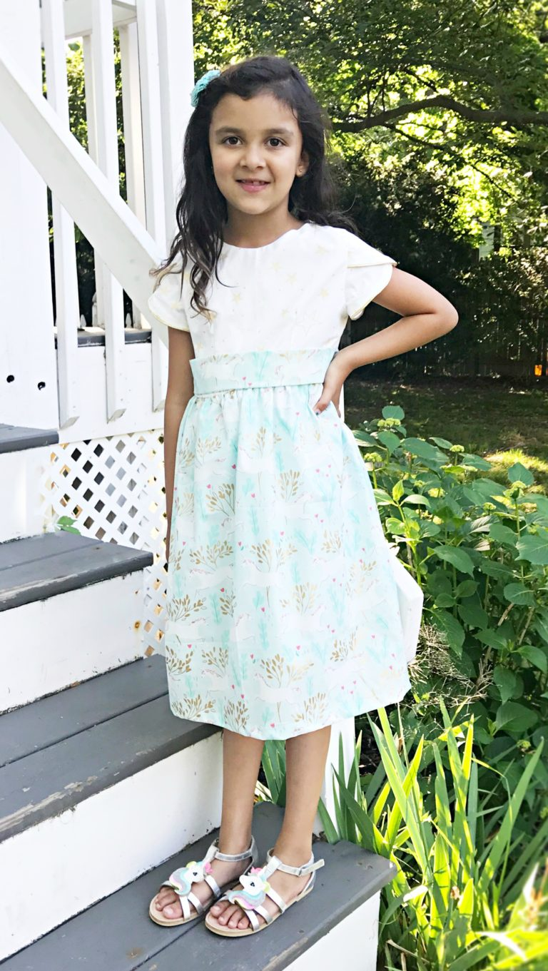 Free sewing pattern: Little girls tulip sleeve dress