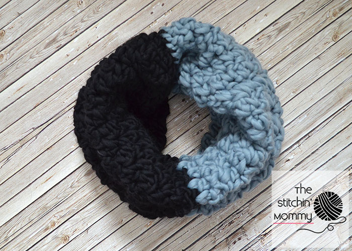 Color Block Cowl - Free Crochet Pattern | www.thestitchinmommy.com