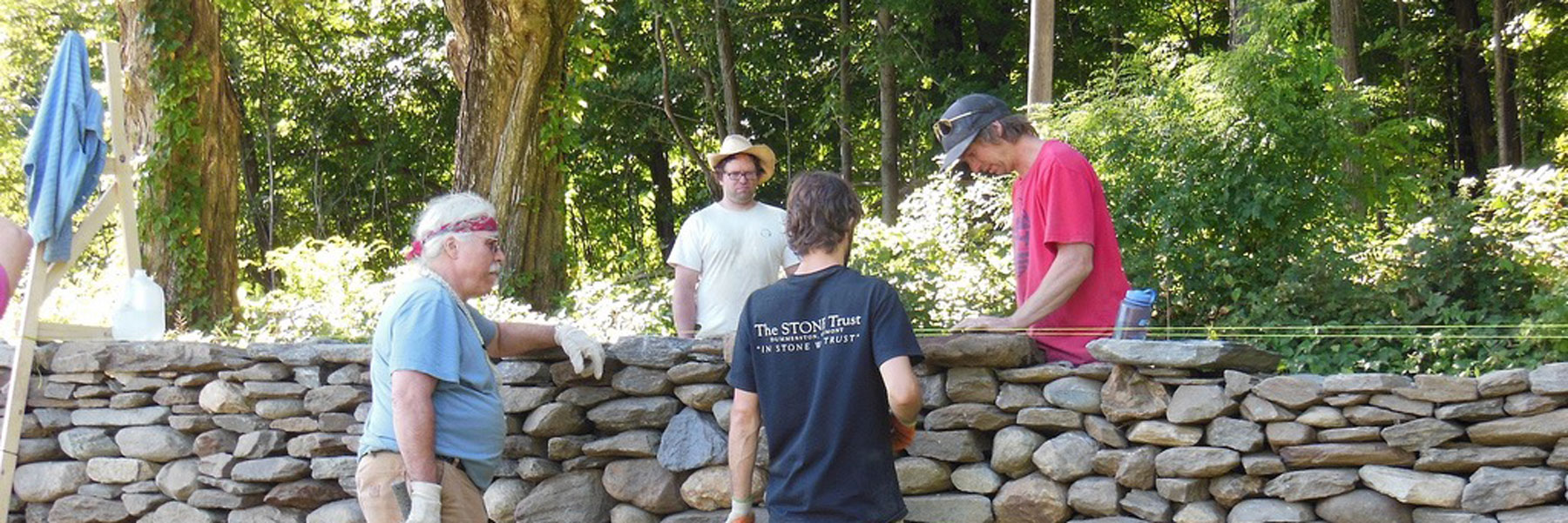 Building dry stone wall
