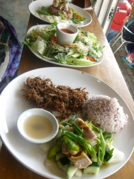 duck flakes, green salad, at taal rice