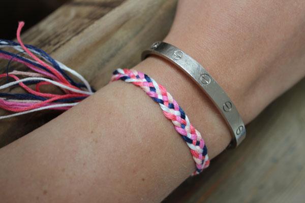 6d27bbc4ea5ca DIY Friendship Bracelets: 5 Strand Braid. - The Stripe