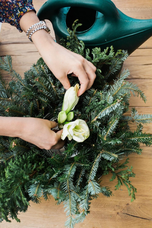 diy holiday floral arrangement wreath 6