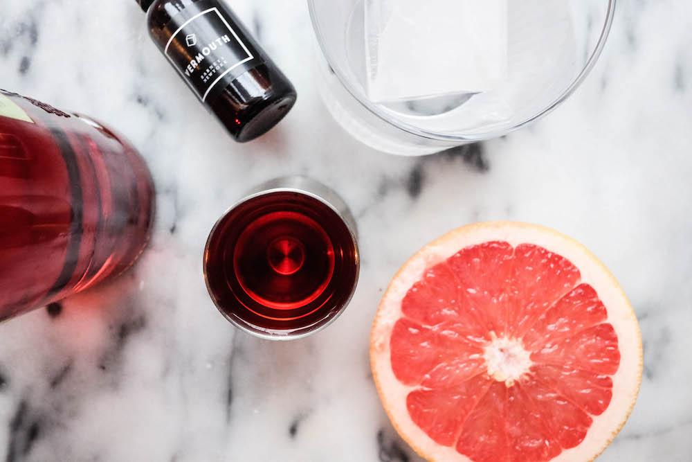 grapefruit negroni cocktail recipe - the stripe