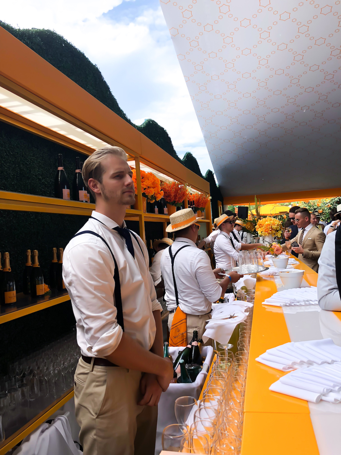 Barman in theVeuve Clicquot Polo Classic 2018 - The Stripe