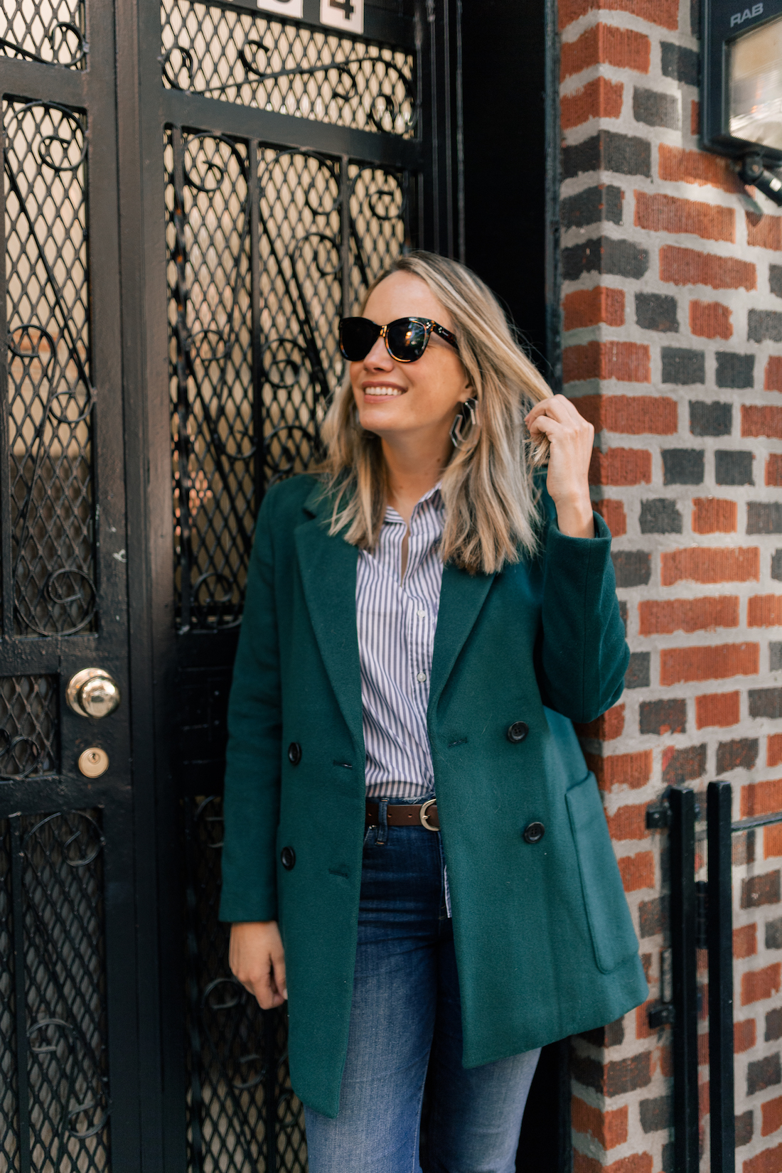 Madewell Coat // Frank & Eileen Classic Button Down Shirt // Good American Jeans // Polaroid Sunglasses // J.Crew Belt // Gucci Bag