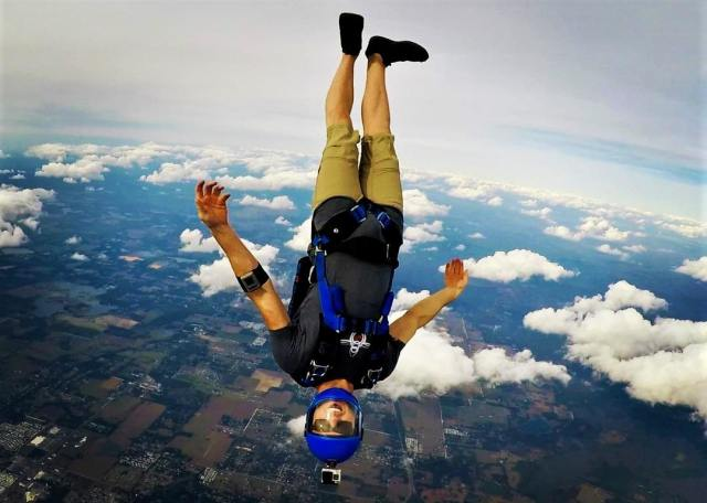 Skydiving in Toulouse, France