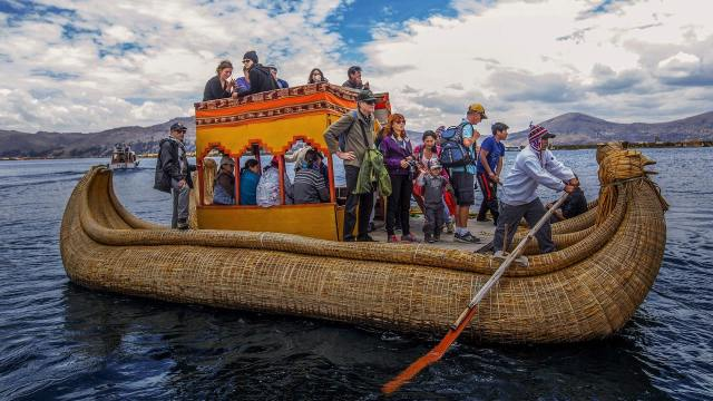 Barco De Totora In Lake Titicaca, Peru