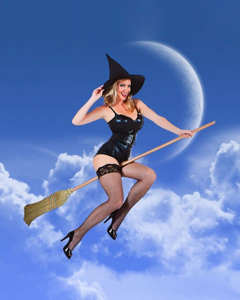 Alex Hayes Pin-up photo by Phoenix Photographer Orcatek classic bewitched pin-up photo.