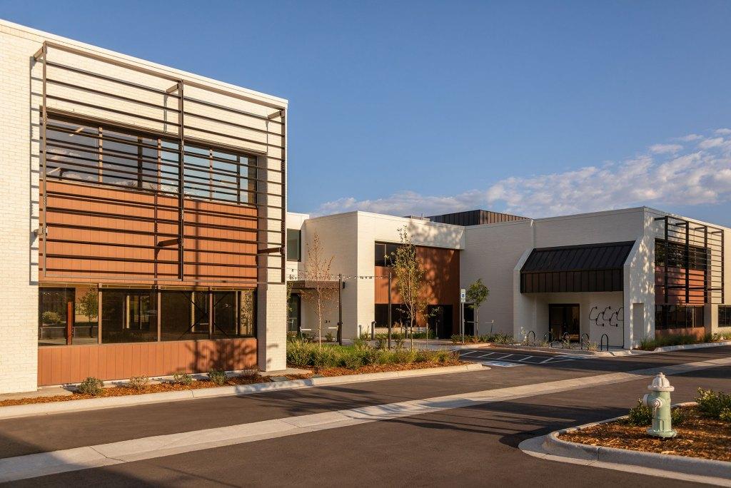 STUDIO-Architecture-Center-Green-Courtyard-North