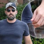 BEN AFFLECK HAS FOUR FINGERS AND A THUMB