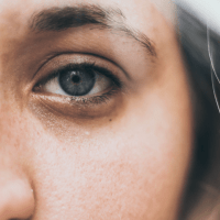 5 Reasons for Saggy and Heavy Eye Bags and Rituals to Get Rid of Them