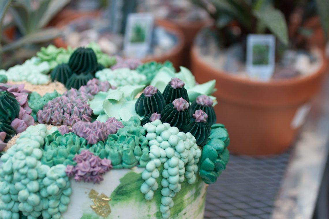 Go behind the scenes with Philadelphia wedding cake baker, Whipped Bakeshop!   www.thestyledbride.com