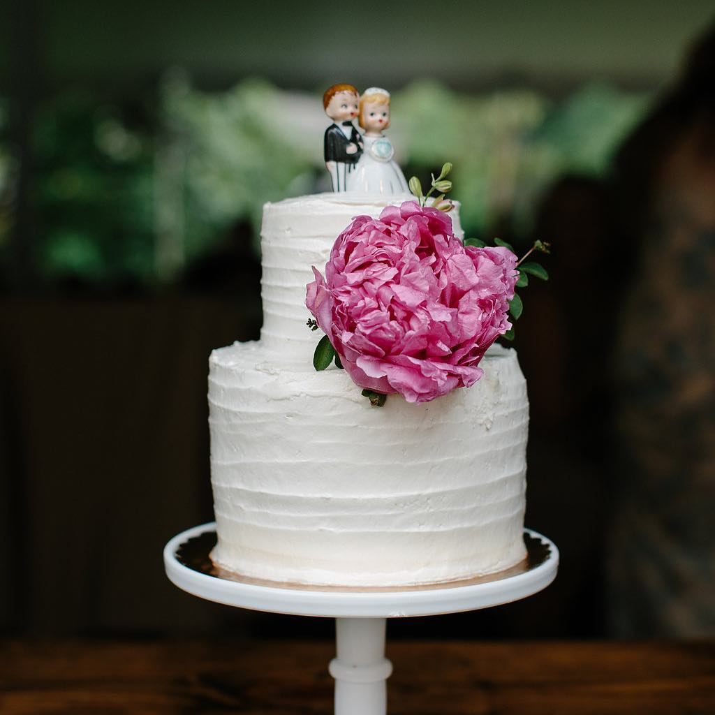 Vintage Bride and Groom Wedding Cake Topper from a Philadelphia Wedding   www.thestyledbride.com
