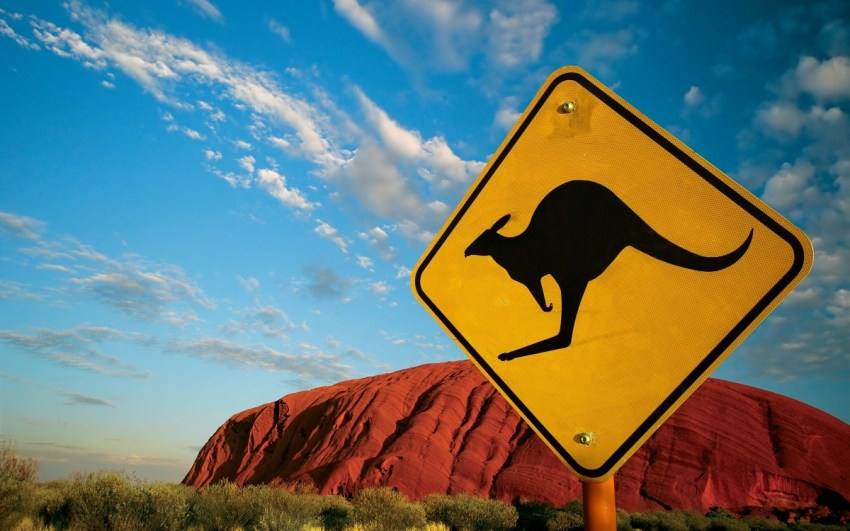 Australia-desert-ayers-rock-uluru-road-outback-kangaroo-sign-thestylelovers.com