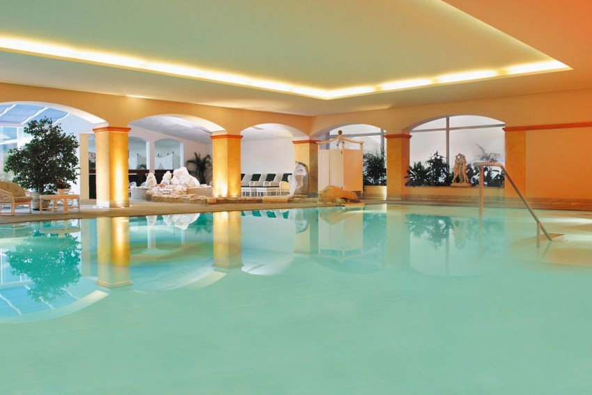 Austria terme - Ronacher piscina interna - The Style Lovers