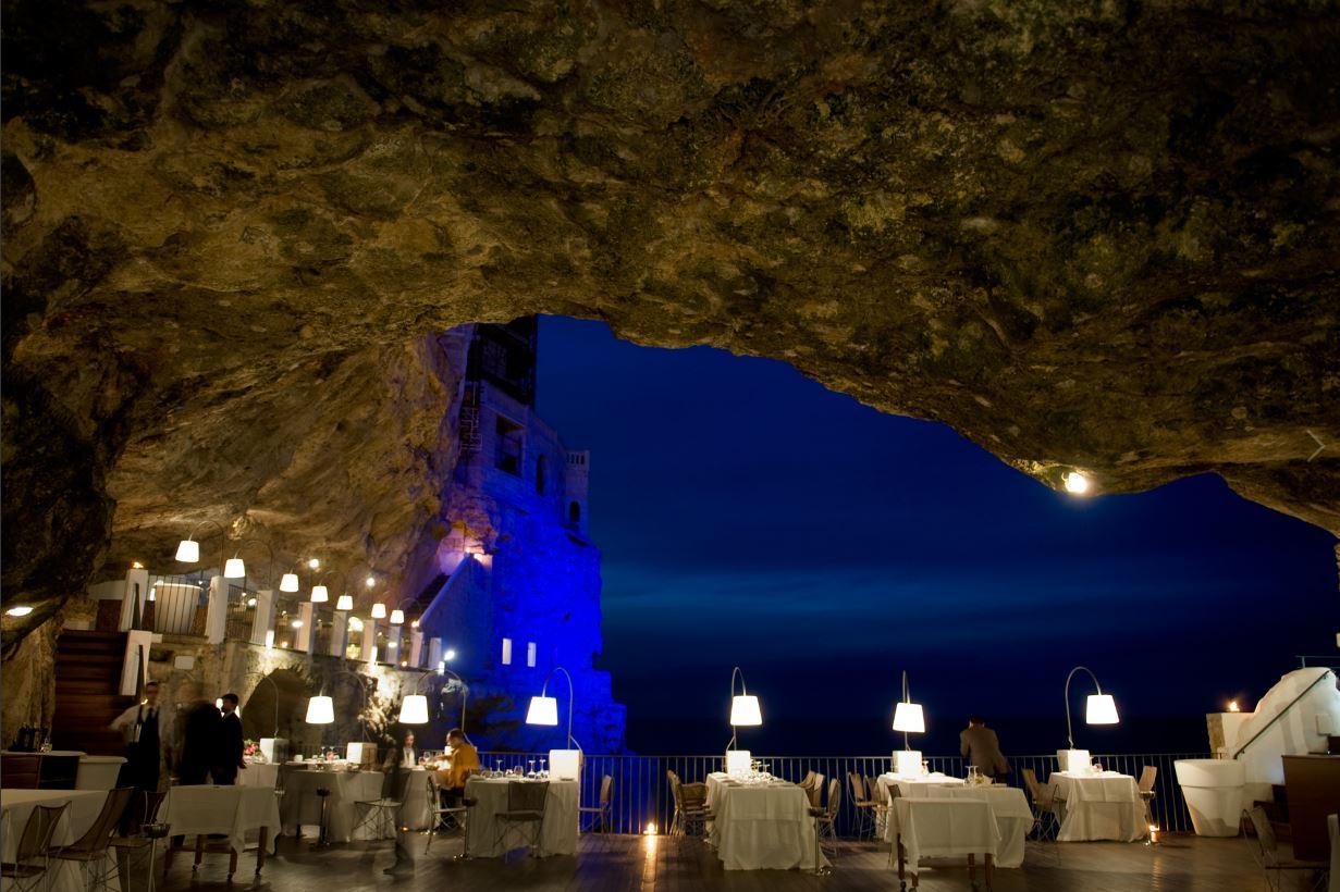 Grotta palazzese restaurant polignano a mare apulia - Ristorante specchia polignano ...