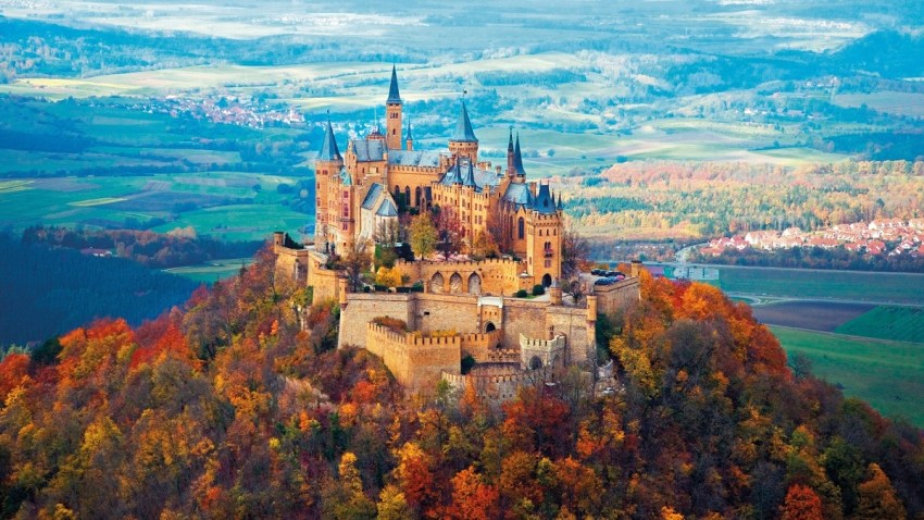 Neuschwanstein Castle Autumn - foliage in Italia e in Europa - thestylelovers.com