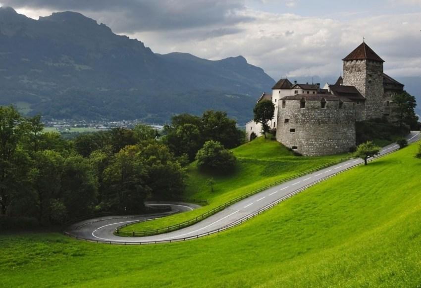 Una giornata di lusso e relax in Liechtenstein - Castello di Vaduz - thestylelovers.com