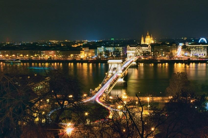 Budapest, il Ponte delle Catene e il Danubio di notte