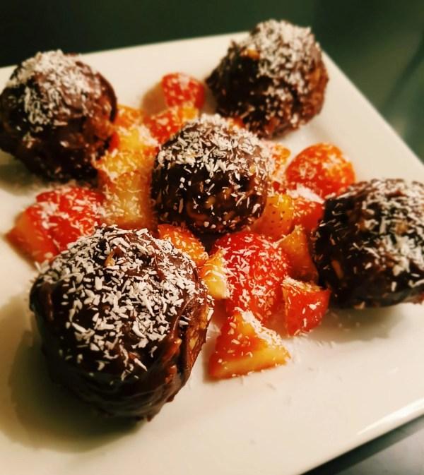 vegan cashew nut, date, chocolate balls