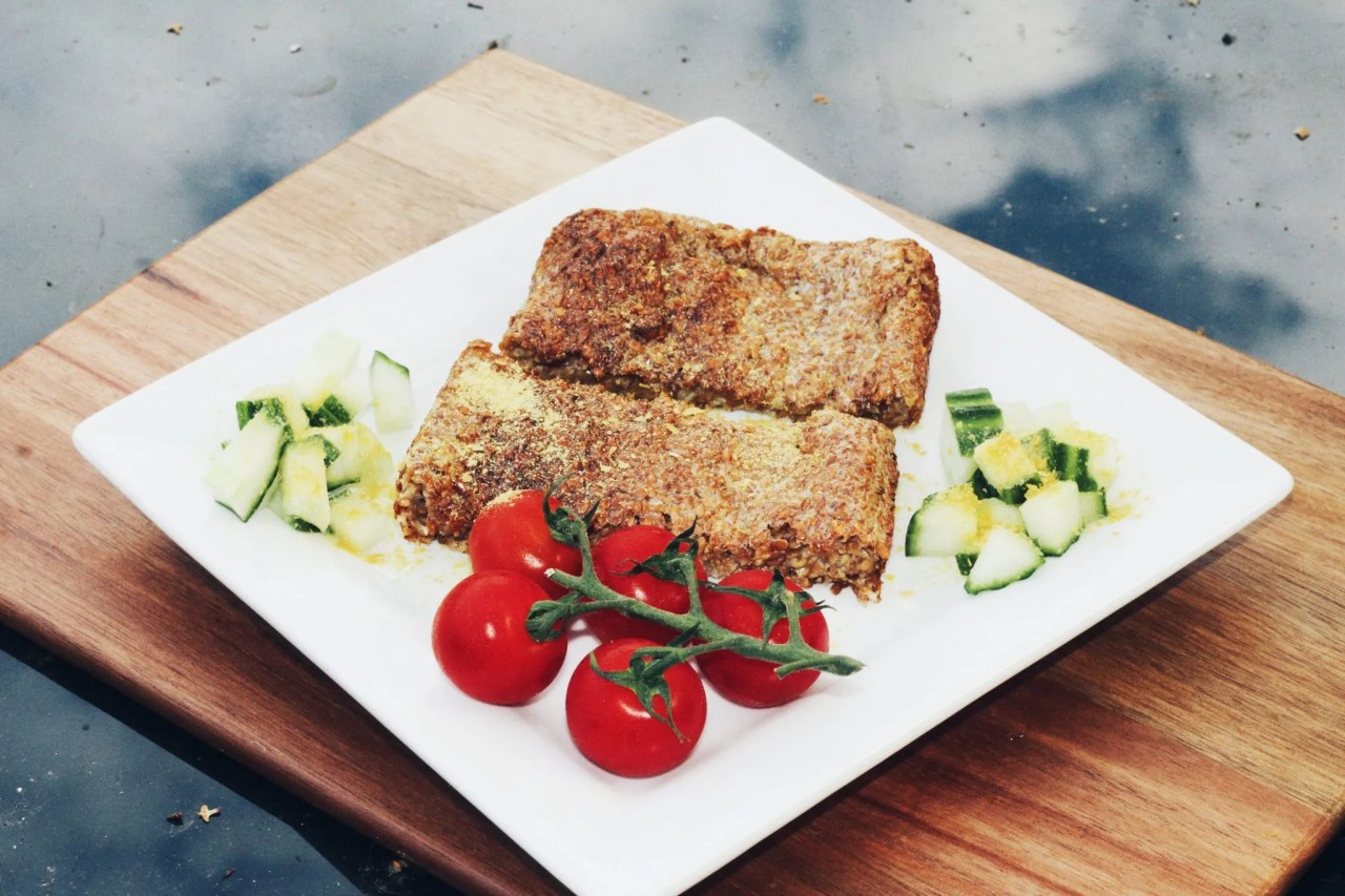 detox results - flaxseed bread with tomato and cucumber - The Style of Laura Jane
