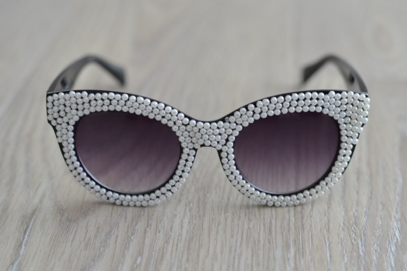 DIY pearl covered sunglasses // thestylesafari.com