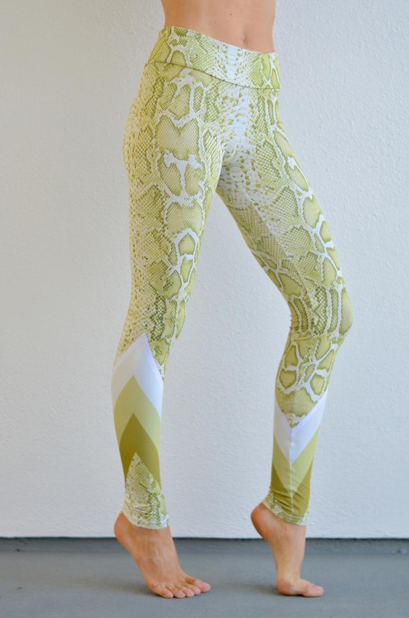 green snake leggings // thestylesafari.com