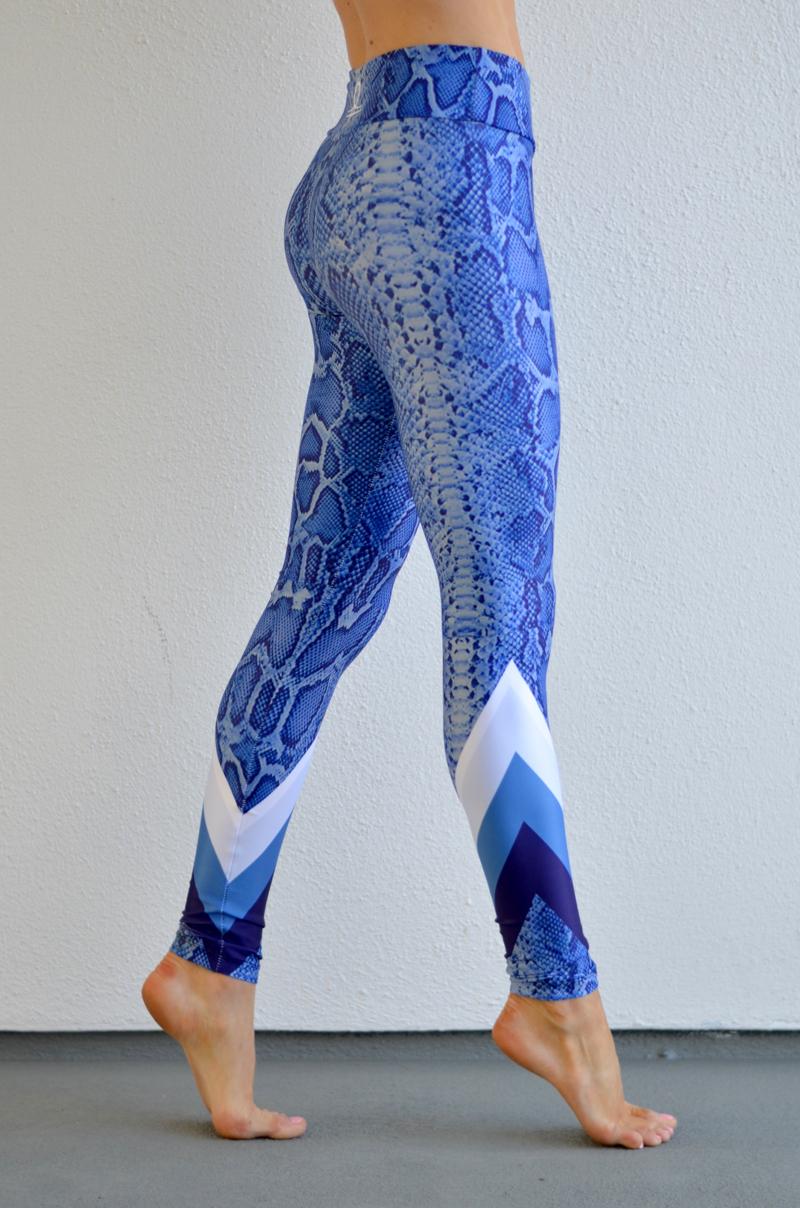 blue snake leggings // thestylesafari.com