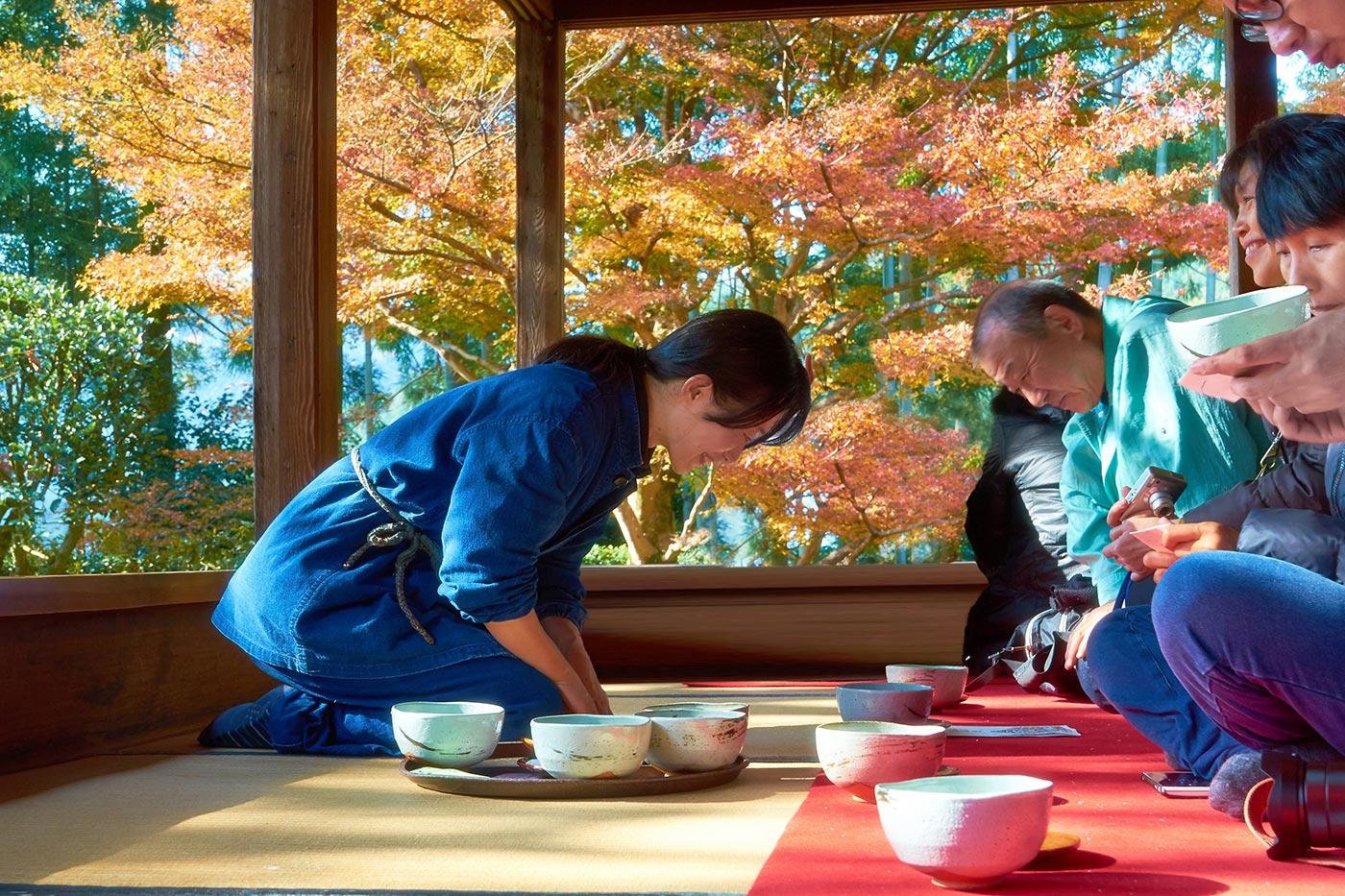 Come si svolge una cerimonia del tè giapponese
