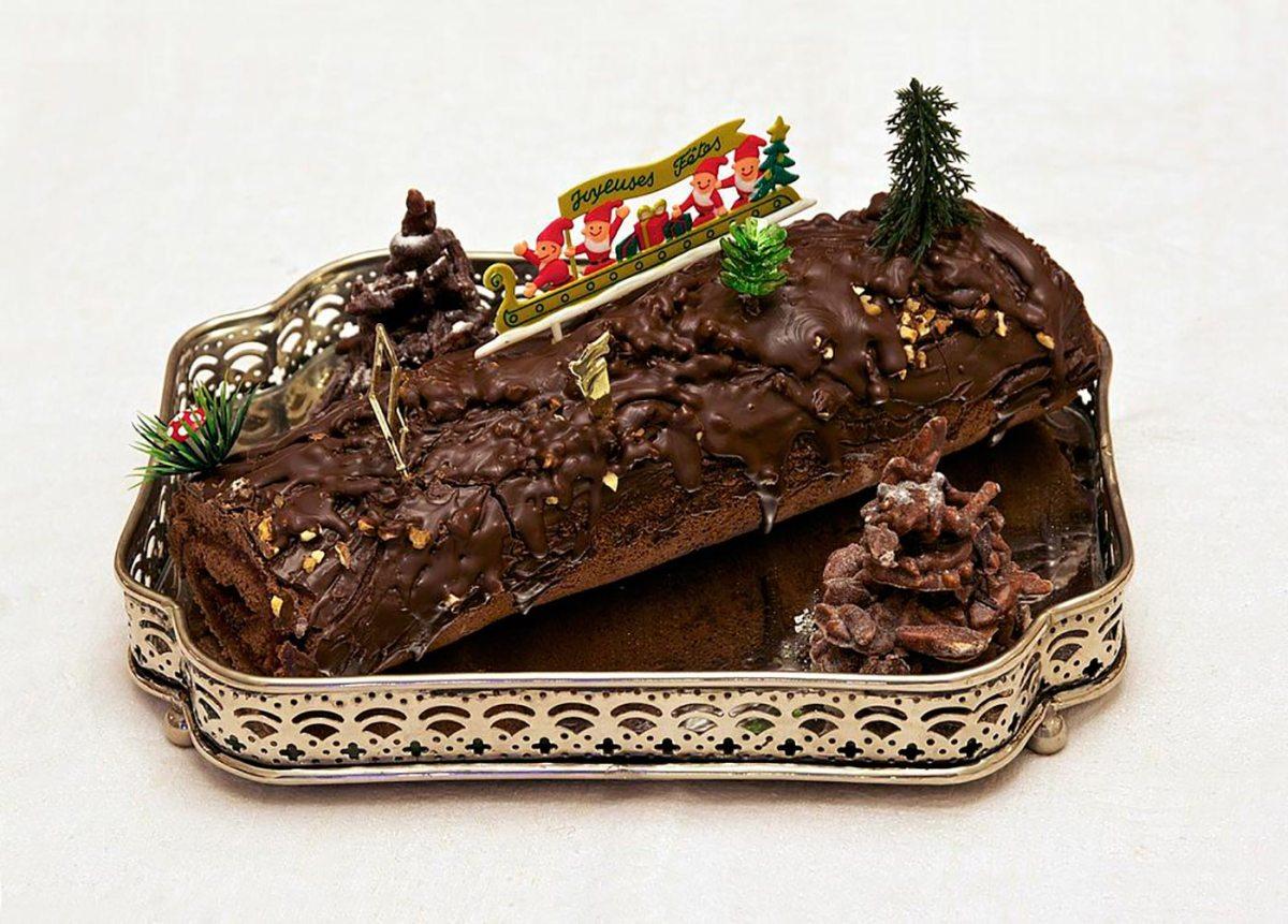 1024px-buche_de_noel_chocolat_framboise_maison