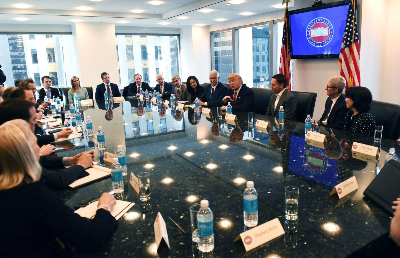Tutto il male di vivere dei leader della Silicon Valley all'incontro con Trump