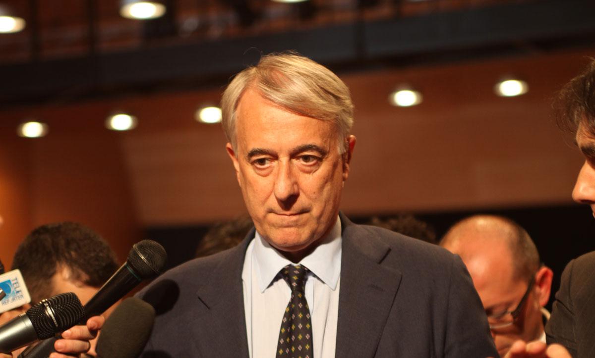 https://i0.wp.com/thesubmarine.it/wp-content/uploads/2017/02/Giuliano_Pisapia_Sindaco_di_Milano_-_30_May_2011.jpg?fit=1200%2C723&ssl=1