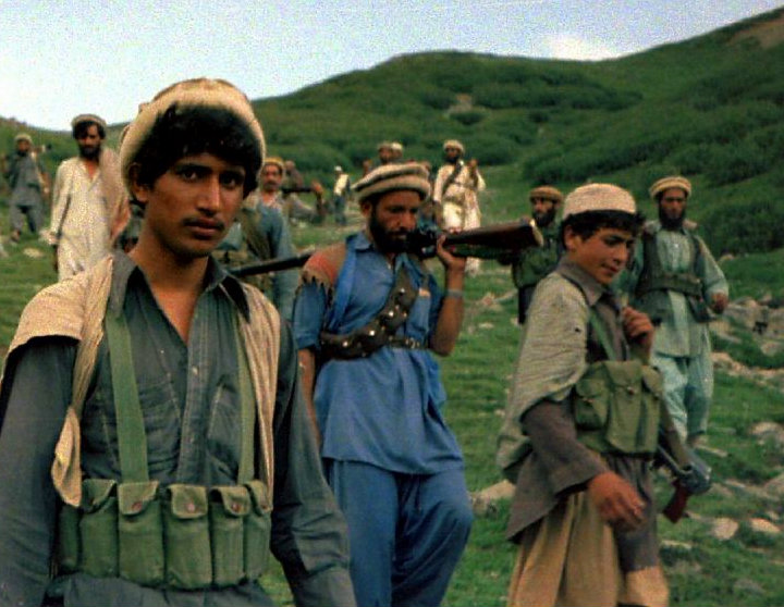 afghan_muja_crossing_from_saohol_sar_pass_in_durand_border_region_of_pakistan_august_1985