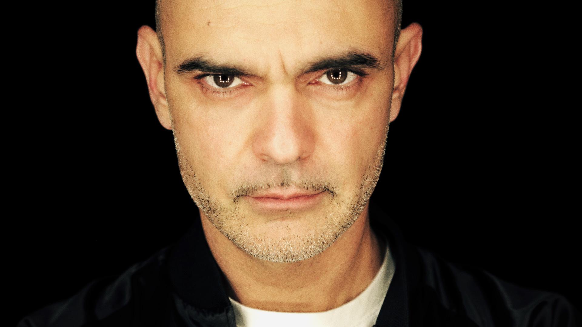Intervista: Bassi Maestro ci ricorda che è il capo del rap italiano