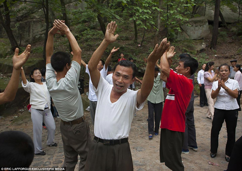 <em>Hello, World!</em> <br />È sabato anche in Corea del Nord