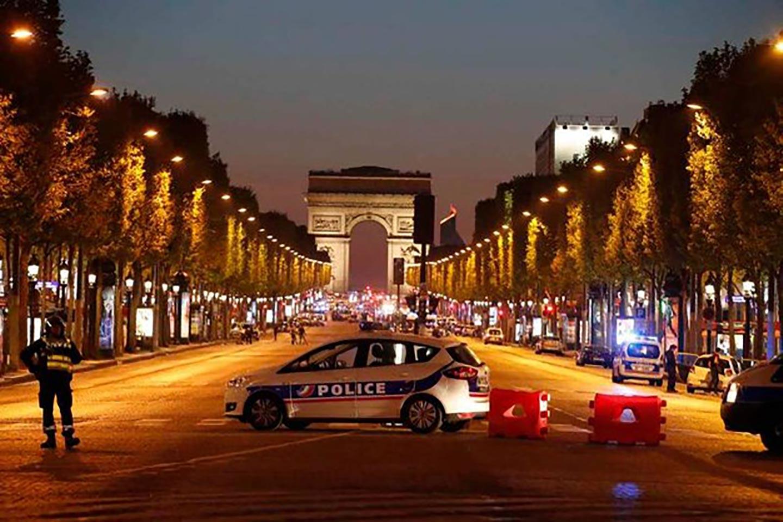 <em>Hello, World!</em> <br />Parigi calibro 9